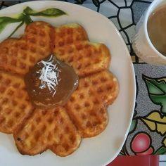 Waffle de queijadinha low-carb com pasta de amendoim?  Adoramos a ótima ideia da @sufelixbio!  @Regrann_App from @sufelixbio -  Voltei pra casa e pra rotina. Comecei o dia com um wafle de queijadinha low carb do @senhortanquinho com pasta de amendoim integral com alfarroba da #suplylife e um capuccino feito com leite de coco creme de leite fresco café solúvel organico #native nós moscada canela cravo baunilha e cacau alcalino. #lchf #lchfbrasil #lchfbr #lchfdiet #paleo #paleodiet #…
