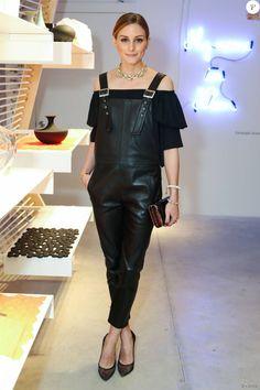 Olivia Palermo dans un ensemble salopette noir de la marque Maison de Reefur et chaussures Aquazzura, le 17 juin 2015 à Seaport Studios, New York