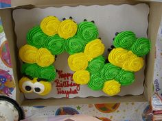 use a small round cake pan for the head and pipe cleaners for antennae Caterpillar Cupcake Cakes, Hungry Caterpillar Party, Pull Apart Cupcake Cake, Pull Apart Cake, How To Make Cupcakes, Blue Cakes, Cookie Decorating, Decorating Ideas, Take The Cake