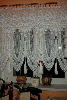 30 Pretty Crochet Window Curtain Ideas for Your Interior Design Crochet Curtain Pattern, Crochet Curtains, Curtain Patterns, Lace Curtains, Doily Patterns, Crochet Doilies, Curtain Ideas, Crochet Kitchen, Crochet Home