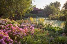 Border herbácea.  Gunby Hall and Gardens, Spilsby, Lincolnshire.  04 de agosto de 2015.