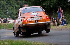 So bremst man richtig!!! Erik Streda - Saab 96 V4 - Eifel Rallye Festival Daun Audi Quattro, Volvo, Jets, Motor Car, Toyota, Cool Cars, Cars And Motorcycles, Classic Cars, Ford
