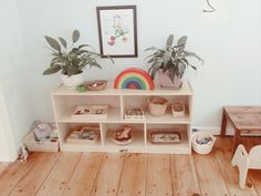 Love this shelf idea Playroom Ideas, Basement Ideas, Baby Shelves, Shelf Inspiration, Simple Home Decoration, Montessori Room, Busy Bee, Shelfie, Spare Room