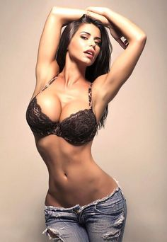 SFW pictures of beautiful and sexy girls. Only really pretty girls, really hot, beautiful and sexy babes. Belle Lingerie, Sexy Lingerie, Elegant Lingerie, Sexy Jeans, Ripped Jeans, Short Jeans, Jean Sexy, Corpo Sexy, Sexy Women