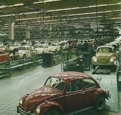 VW Beetle assembly line in Red car in front is a deluxe US model, cars behind with older style headlights are European 1200 models. Vw Vintage, Old Classic Cars, Vw Cars, Transporter, Vw Beetles, Safari, Vw Camper, Jeep, Older Style