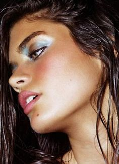 Fun summer makeup. Looks good on her...donno if i could pull it off.