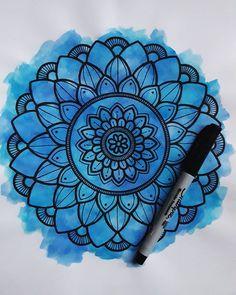"""Quien tiene magia, no necesita trucos"" 🌸☄❤ _ _ _ _ _ _ _ #mandalas #mandala #zentangleofinstagram #instagram #arte #art #dibujo #fondo… Mandala Doodle, Easy Mandala Drawing, Simple Mandala, Mandala Art Lesson, Mandala Canvas, Doodle Art Drawing, Mandala Artwork, Cool Art Drawings, Art Drawings Sketches"
