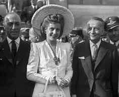 """Morì 60 anni fa, stroncata da un tumore all'utero che la portò via alla sua Argentina a soli 33 anni. Era Eva Peron, rimasta nel cuore del suo Paese con il vezzeggiativo Evita, la donna che incarnava il mito della scalata sociale dalle più umili origini. Da figlia illegittima di un piccolo latifondista a moglie di  """"el general"""", il presidente Juan DomingoPeron, Evita era dalla parte del popolo, si è spesa per l'uguaglianza sociale e rappresentava il """"peronismo"""" nella sua forma più pura."""
