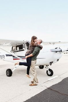 Vi Tran Photography // Airplane Engagement // Airplane Engagement Session // Dallas TX Photographer // Airplane Engagement Photo Ideas