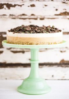 Peppermint Crisp Ice Cream Cake - by Hein van Tonder, awarded Cape Town based food photographer, videographer & stylist Ice Cream Mix, Caramel Ice Cream, Cream Cake, Peppermint Crisp Tart, Peppermint Ice Cream, Frozen Desserts, Frozen Treats, African Dessert, Caramel Treats