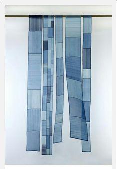 작품제목:자유 (free) 2010년 크기:90×23cm 소재:실크(생명주) 바느질법:감침질, 홑보 색:천연염색(쪽indigo)