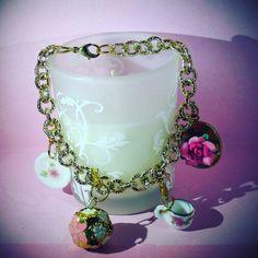 Braccialetto romantic style....un tuffo nell'epoca vittoriana  #bracelet #charms #flower #gold