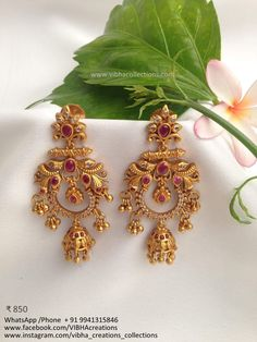 Gold Jhumka Earrings, Indian Jewelry Earrings, Jewelry Design Earrings, Gold Earrings Designs, Gold Jewellery Design, Gold Jewelry, Antique Jewellery Designs, Blouse, Collection