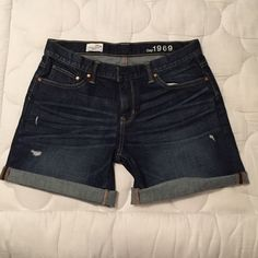 GAP sexy boyfriend jean shorts GAP sexy boyfriend Jean shorts! Relaxed boyfriend fit, distressed Jean, runs a little big, (size 28/tall) very cute, and in amazing condition! GAP Shorts Jean Shorts