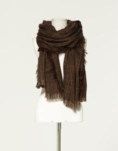 Love long and big scarves!