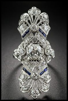Front view of a beautiful antique Art Deco dinner ring at Lang Antiques. Sapphires and diamonds in platinum filigree, circa - Diamonds in the Library Antique Rings, Antique Jewelry, Vintage Jewelry, Antique Art, Vintage Rings, Art Deco Diamond, Art Deco Ring, Art Deco Fashion, Fashion Jewelry
