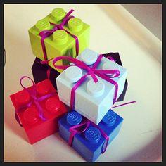 Jucheissassa, Geschenke! Dosen von #Lego - mit leckerschmecker Füllung!