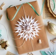 150 Creative Christmas Gift Wrapping Ideas – Prudent Penny Pincher Informations About 150 Creative Christmas Gift Wrapping Ideas Pin You … Wrapping Ideas, Elegant Gift Wrapping, Creative Gift Wrapping, Present Wrapping, Wrapping Papers, Creative Christmas Gifts, Christmas Gift Wrapping, Creative Gifts, Christmas Crafts