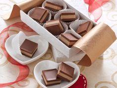 Ricetta Cremini ai due cioccolati Chocolate World, I Love Chocolate, Chocolate Art, Sweets Recipes, Cake Recipes, Desserts, Cream Cheese Flan, Caramel Flan, Dessert Packaging