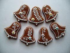 Fotka: Fancy Cookies, Iced Cookies, Cookies Et Biscuits, Cupcake Cookies, Christmas Biscuits, Christmas Sugar Cookies, Holiday Cookies, Christmas Food Gifts, Christmas Gingerbread House