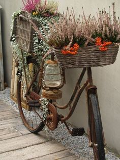 Upcycling Gartendeko selber machen – 70 ganz einfache Gartenideen mit WOW-Effekt – Freshideen Gartendeko self-make – 70 very simple garden ideas with WOW effect – Fresh ideas- # Decoration Bicycle Decor, Bicycle Art, Deco Nature, Rustic Gardens, Diy Garden Decor, Garden Decorations, Outdoor Garden Decor, Garden Seating, Outdoor Fun