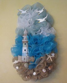 Lighthouse/Beach Swag Wreath is made with Deco Mesh, Lighthouse. Fence, Seashells and Handmade Wooden Seagulls. Seashell Crafts, Beach Crafts, Summer Crafts, Diy Crafts, Deco Marine, Nautical Wreath, Coastal Wreath, Anchor Wreath, Creation Deco