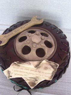 A delicious tire cake. Pretty Cakes, Beautiful Cakes, Amazing Cakes, Cakes For Men, Just Cakes, Unique Cakes, Creative Cakes, Tire Cake, Wheel Cake