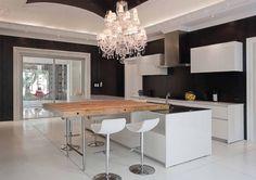 Kitchen island / table