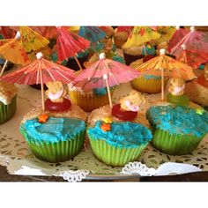 Hawaiian cupcakes :) for my NEICE Ashley, she is the Best Cupcake Baker I know:)