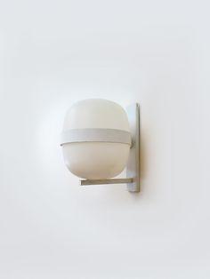 Aplique WALLY diseñado por Miguel Milá en 1962 como parte de la colección de lámparas Cesta y Cestita, auténticos iconos del diseño industrial moderno. Edición original de los años 70 producida por Tramo.- Decoración y Objetos Vintage   VOM Gallery