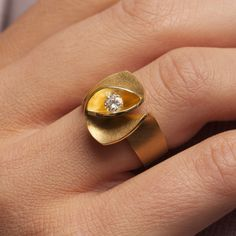 Iris Ring by Cardillac, in yellow gold with diamonds Alternative Wedding Jewellery, Wedding Jewelry, Gold Jewelry, Fine Jewelry, Wedding Rings, Jewellery Rings, Handmade Engagement Rings, Designer Engagement Rings, Contemporary Jewellery