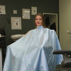Ohne Titel | von capemaster.14 Barber Salon, Salon Chairs, Hairdresser, Capes, Haircuts, Salons, Ruffle Blouse, Hair, Hair