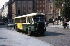 Old Paris bus (destination Hotel de Ville), France, fot. Lindsay Bridge (1970s)