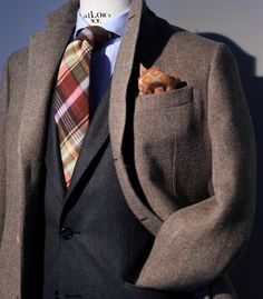How to start the week with your batteries charged, a nice tie and pocket square will help you.