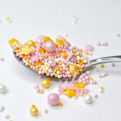 'Twinkle Pink' cake sprinkle mix. Made from natural ingredients and colourings. Suitable for: Gluten Free ☺ Halal ☺ Vegan ☺ Dairy Free ☺ Kosher ☺ Decorate cupcakes, cookies and cakes without having to worry about your guests with gluten and dairy allergies not being able to eat your baked goods. This pack contains pink pearls, non pareils and strands, gold pearls, non pareils and stars, and white pearls and non pareil 100s and 1000s. Christmas Sprinkles, Christmas Baking, Nut Free, Dairy Free, Gluten Free, Baking Cupcakes, Decorate Cupcakes, Edible Pearls, Gum Arabic