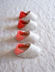 DIY Baby Shower Gifts: Felt Baby Slippers | thegoodstuff
