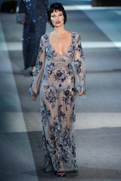 Kate Moss desfila pela Louis Vuitton