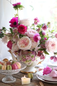 Rose breeders dedicated to creating the finest wedding and event roses, distinguished by their beautiful flower forms and fragrance. David Austin Roses, Sweet Peas, My Tea, Pastel Pink, Communion, Pink Color, Floral Arrangements, Invite, Wedding Events