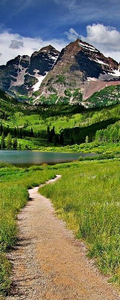Maroon Lake and Maroon Bells, just outside of Aspen, Colorado, USA The Places Youll Go, Cool Places To Visit, Places To Travel, Travel Destinations, Holiday Destinations, Aspen Colorado, Colorado Mountains, Colorado Trip, Denver Colorado