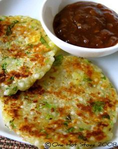 sabudana thalipeeth (sago pearls savoury pancake w/ tamarind relish) - sago pearls are tapioca pearls Veg Recipes, Indian Food Recipes, Asian Recipes, Vegetarian Recipes, Cooking Recipes, Healthy Recipes, Indian Food Vegetarian, Cooking Tips, Recipies
