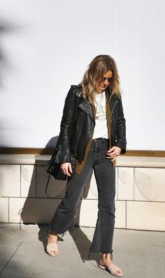 Steal This Jeans Looks Outfit From Street Style Mode Outfits, Casual Outfits, Fashion Outfits, Fashion Trends, Fashion Weeks, Womens Fashion, Jeans Fashion, Classic Outfits, Hijab Fashion