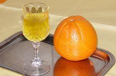 Λικέρ πορτοκάλι με ούζο. Το άρωμα πορτοκαλιού σε λικέρ με ούζο...