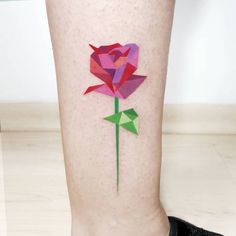Polygon red rose tattoo on the right leg. Tattoo artist: Pablo Díaz Gordoa