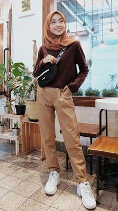 Style Hijab Remaja Kurus 58 Ideas For 2019 Modern Hijab Fashion, Street Hijab Fashion, Hijab Fashion Inspiration, Muslim Fashion, Korean Fashion, Hijab Casual, Hijab Chic, Simple Outfits, Casual Outfits