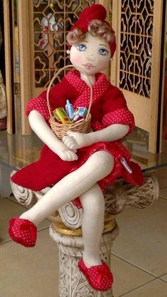 Geri Dönüşüm Projeleri Doll Maker, Soft Dolls, Red Riding Hood, Cute Dolls, Little Red, My Childhood, Elf On The Shelf, Doll Clothes, Sewing Projects