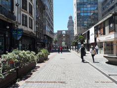 PEATONAL SARANDI, ao fundo a PUERTA DE LA CIUDADELA . Montevidéu, Uruguai. Centro histórico da cidade. Foto : Cida Werneck