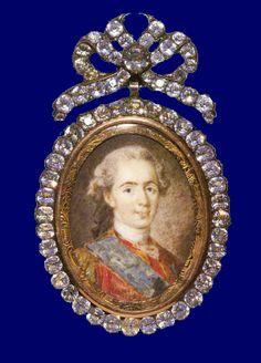 Louis XVI portrait brooch with diamonds
