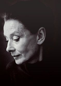 Beautiful Portrait - We're in Love With These Rare Photos of Audrey Hepburn - Photos Ageless Beauty, Actors, Aging Gracefully, Famous Faces, True Beauty, Real Beauty, Old Hollywood, Hollywood Vanity, Ikon