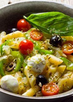 Salada mediterrânica de massa Easy Salad Recipes, Vegetable Recipes, Vegetarian Recipes, Healthy Recipes, Easy Cooking, Cooking Recipes, Vegetable Salad, International Recipes, Veggies