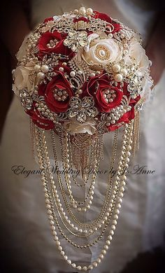 Rojo y dorado broche BOUQUET Bling broche bouquet rojo Red Bouquet Wedding, Wedding Brooch Bouquets, Wedding Flowers, Elegant Wedding, Perfect Wedding, Wedding Day, Bling Wedding, Purple Wedding, Wedding Notes